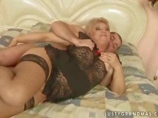 Video nga grannyfuck-xxx.com