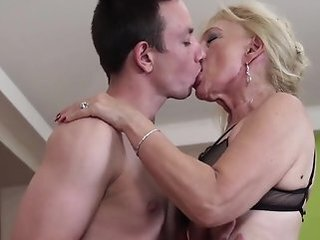 Video posnetki iz ooo-maturesex.com
