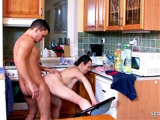 Video z  hornygrannytube.net