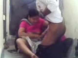 Messy xvdeos fuck scene featuring a chubby Indian housewife and her bull