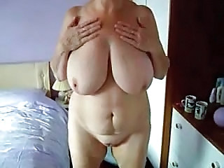Mummy Rubbing Her Pussy In Tanning Bed. Hidden Cam