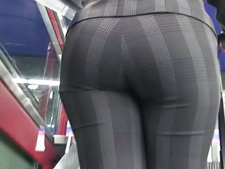 """Voyeur Asses Candid Booty In Hd!"""" class=""""th mov"""