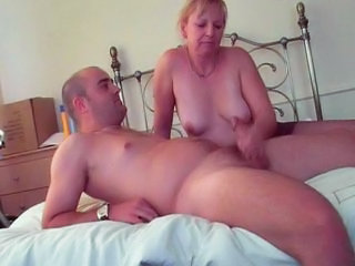 "Sexy Mature Lady In Pantyhose Gives Handjob"" class=""th mov"