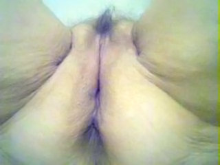 Old whore shows her old pussy !