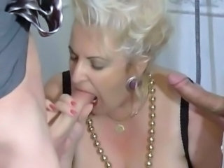 BBW Granny Slut fucked on Toilette by 2 Guys