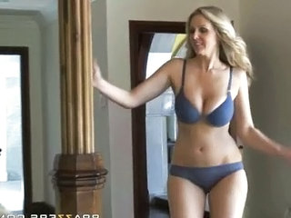 Milf like it big In with the New   Julia Ann