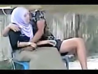 "indonesian  hijab girl fingered"" class=""th mov"