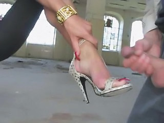 Cum on her Feet with High Heels