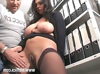 Busty brunette milf loves fisting penetrations  : homemade big nipples big natural tits pissing
