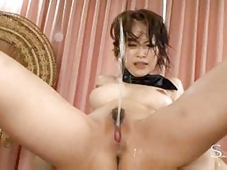 japanese mature babe spraying kitty