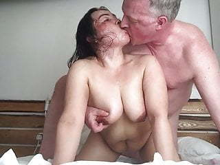 Thai BBW Whore nailed by British Bull