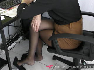 Dangling - MILF at work with high heels - Vends-ta-culotte Sex Tubes