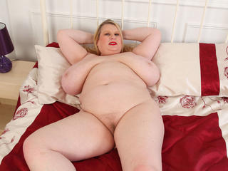 Big titted BBW Samantha Sanders rubs her fanny Sex Tubes