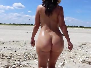 Bubble Butt 22yr Old Girlfriend Having Nude Fun At The Beach