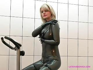 Breath_control_gym_in_latex_catsuit